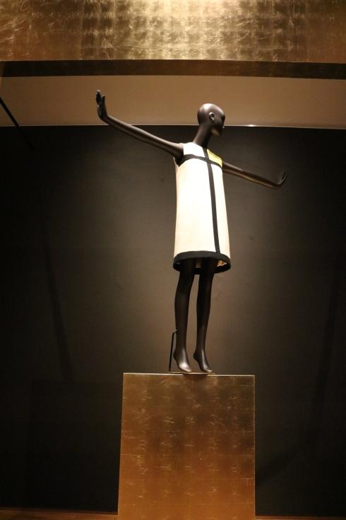 Yves Saint Laurent Dress   Yves Saint Laurent Jurk